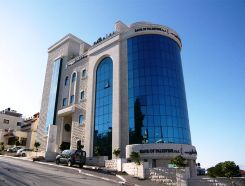 Picture: Bank Of Palestine, Ramallah, handling New Israeli Shekel (NIS) alongside American Dollar (USD) and Jordanian Dinar (JOD) | Credit: Wikimedia Commons