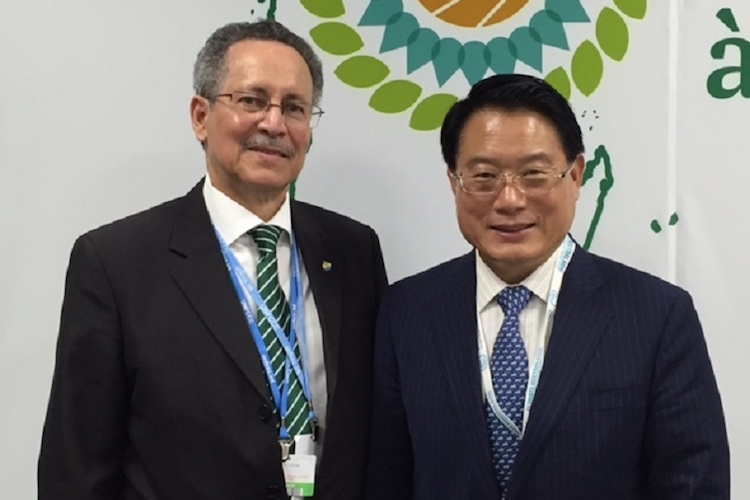 Photo: ACP Secretary-General Dr Patrick I Gomes (left) and UNIDO Director General LI Yong (right). Credit: UNIDO