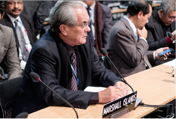 Photo: Marshall Islands' Minister for Foreign Affairs, Tony de Brum at the UN Clmate Talks in 2013 | Credit: themicronesiachallenge.blogspot.com