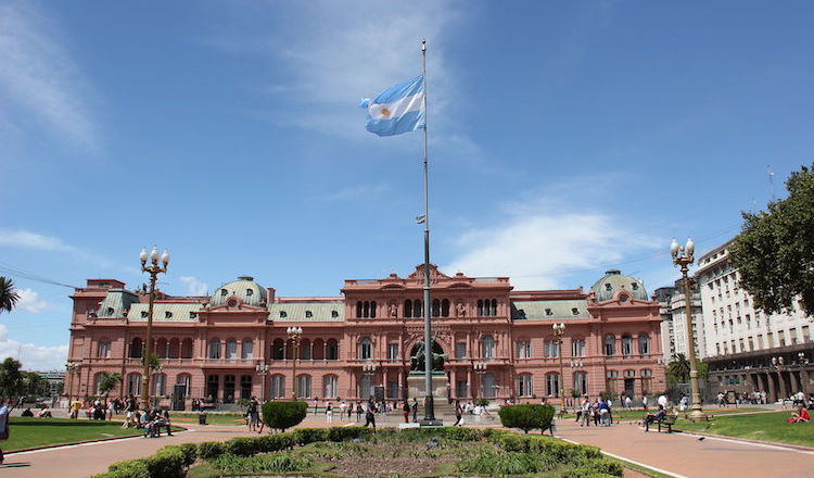 Photo: Casa Rosada, executive mansion and office of the President of Argentina, viewed from Plaza de Mayo. CC BY-SA 3.0 nl