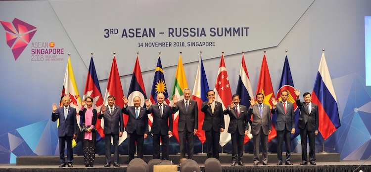 Photo: Russian President Vladimir Putin and Singapore's Prime Minister Lee Hsien Loong prepare for a group photo with ASEAN leaders at the ASEAN-Russia Summit in Singapore, 14 November 2018. Source: ASEAN