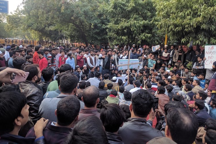 Photo: Jamia Millia Islamia students and locals protesting against CAA NRC. Block roads. Police presence. CC BY-SA 4.0