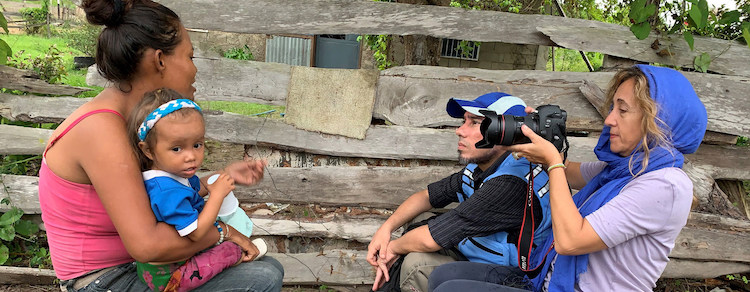 Photo: OCHA's Gema Cortés (right) interviews and photographs a woman in Bolivar, Venezuela prior to the outbreak of COVID-19. Credit: UN OCHA/Marrero
