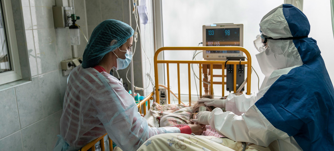 Photo: A mother and doctor tend to a young girl with COVID-19 at an intensive care ward in the western region of Chernivtsi, Ukraine. © UNICEF/Evgeniy Maloletka