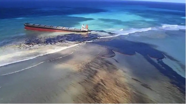 Photo: Mauritius Declares Environmental Emergency After Massive Oil Spill, Credit: India.com