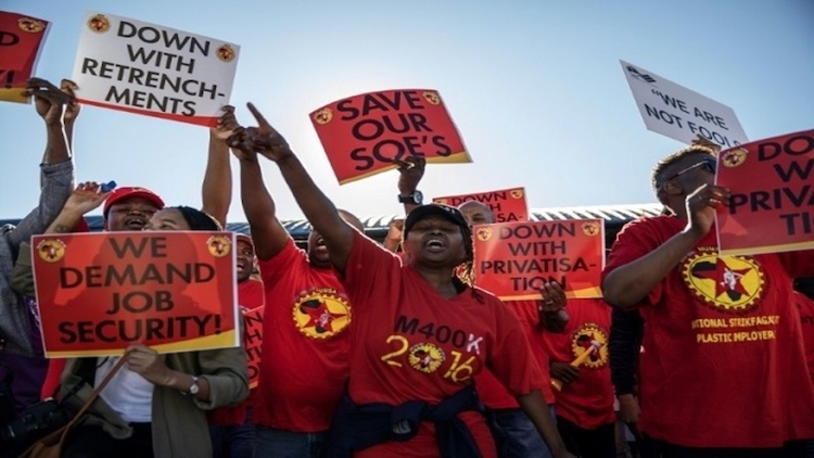 Photo: The workers are striking against a retrenchment plan that could see nearly one third of the 3,000 employees lose their jobs. Credit: Peoples Dispatch.