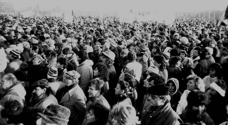 Photo: Demonstration of 25 November 1989 in Prague. The Velvet Revolution with half a million participants in peaceful protests in Czechoslovakia from 17 November to 29 December 1989 helped undermine the authority and confidence of the 41-yearlong communist government. CC BY-SA 3.0 | Wikimedia Commons.